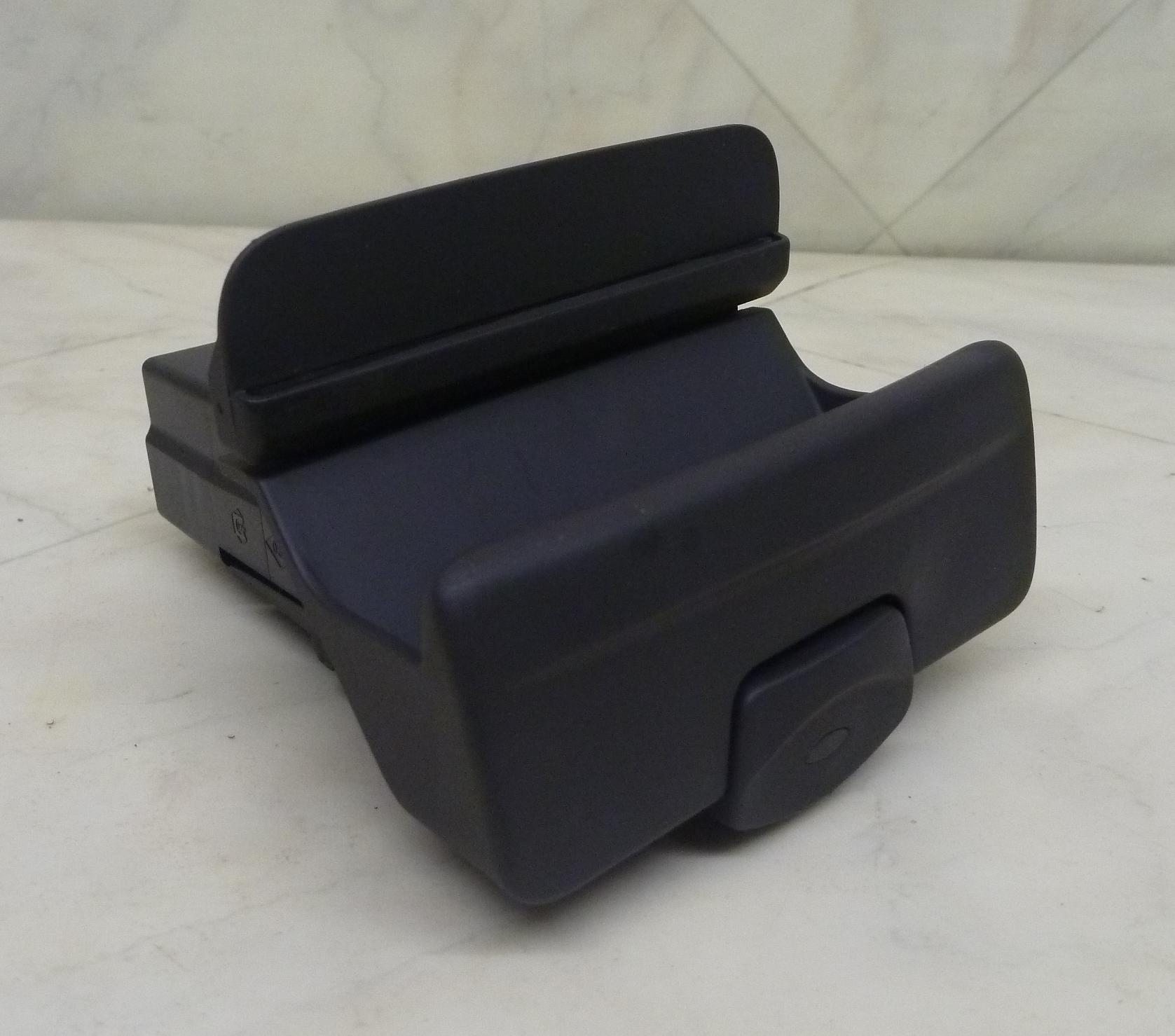 AZ-Autoverwertung - Schalter Elektrische Handbremse 8200048588 ...